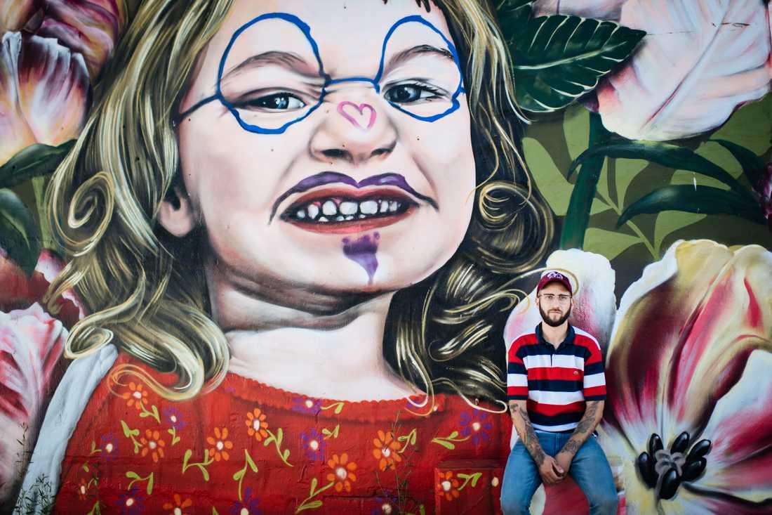 """I det gamla industriområdet Snösätra i södra Stockholm har graffiti länge haft ett slags fristad, men nu ska stora delar rivas eftersom det ligger i ett nybildat naturreservat. """"Jag önskar att de kunde se platsen för vad den är, inte försöka förändra den"""", säger Mikael Rickman, ordförande i föreningen Kulturkvarter Snösätra."""