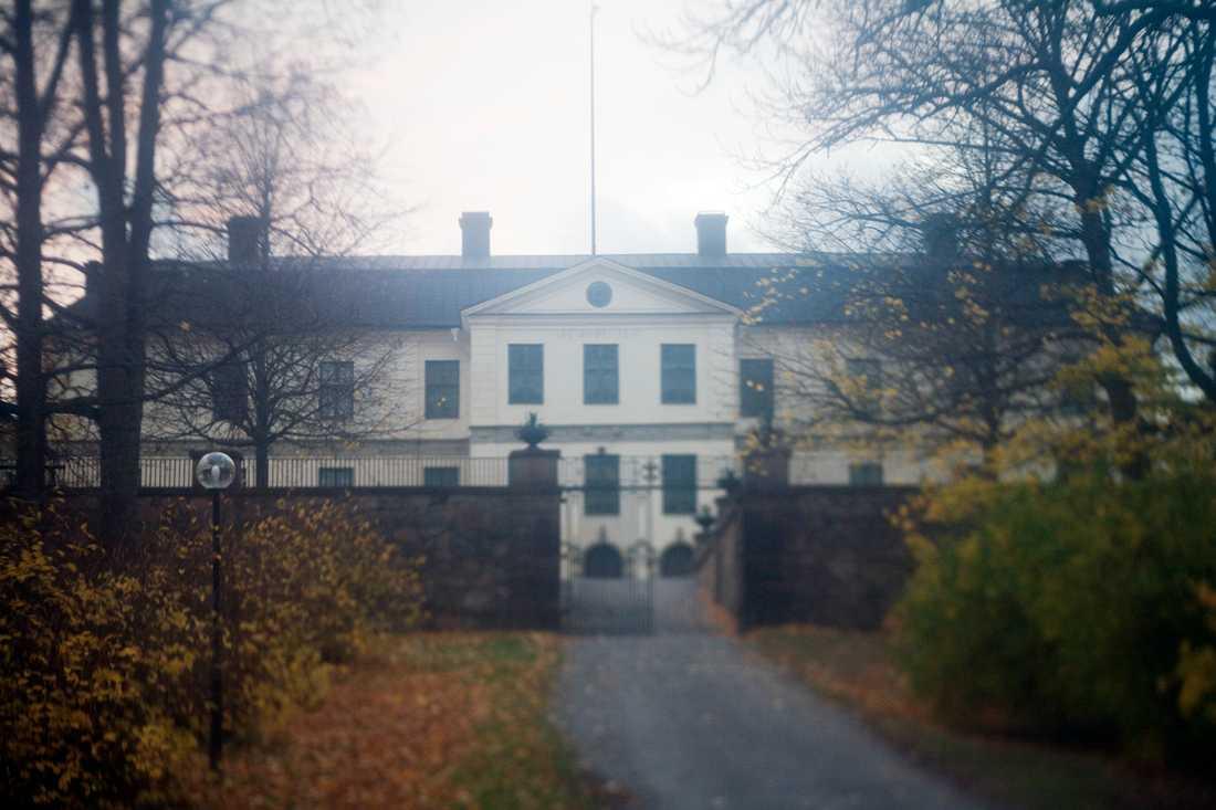 Löfstad slott i Nyköping, där sju hela sju fall anmälts i augusti.