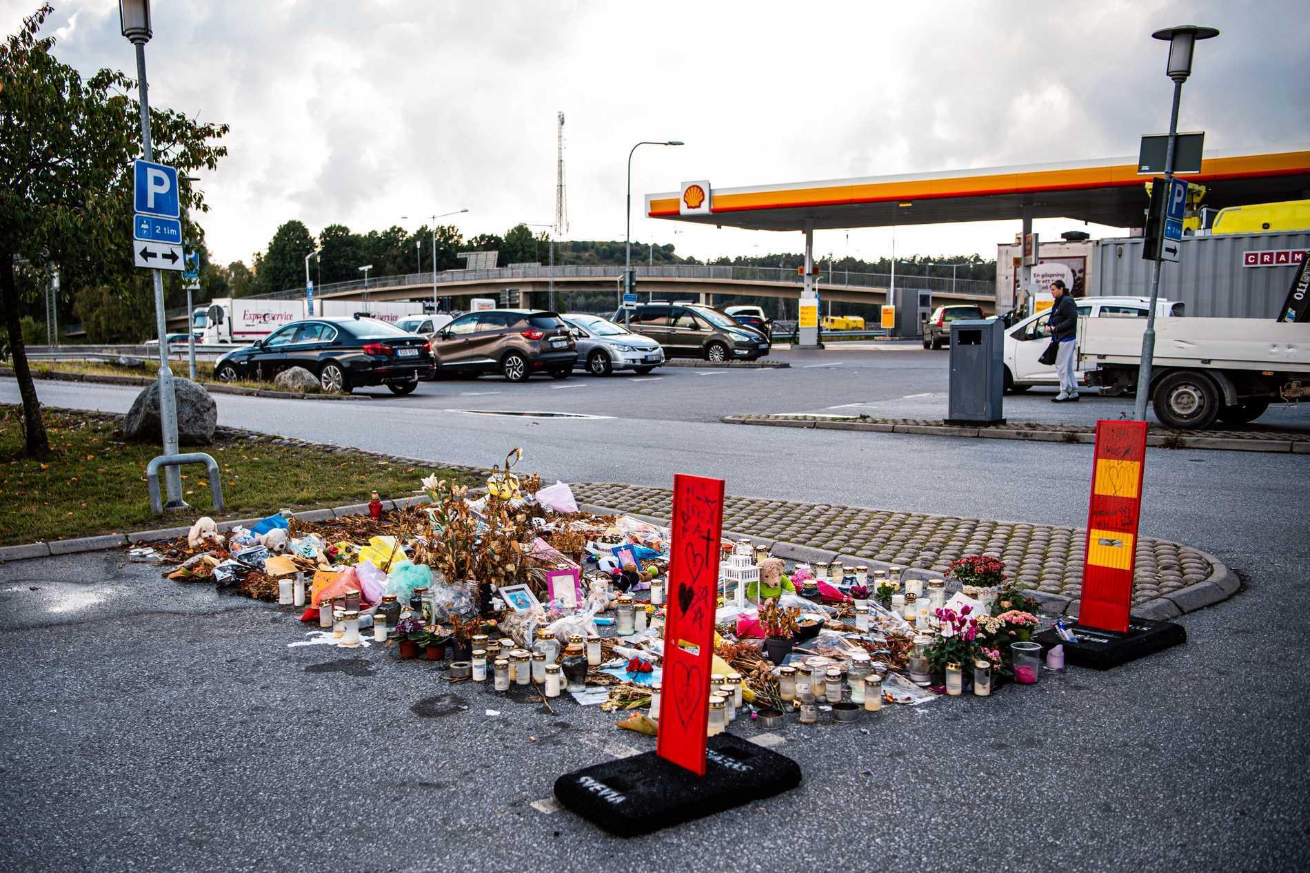 Minnesplats i Botkyrka där Adriana sköts ihjäl.
