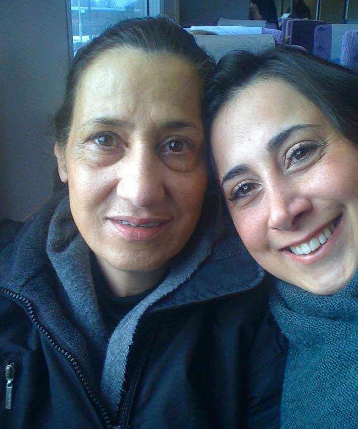 När Azadeh Hejazi Dehaghani (till höger) konverterade till kristendomen utsattes hennes mamma Minoo Sarvi (till vänster) för trakasserier. Till slut såg Minoo ingen annan utväg än att fly från Iran.