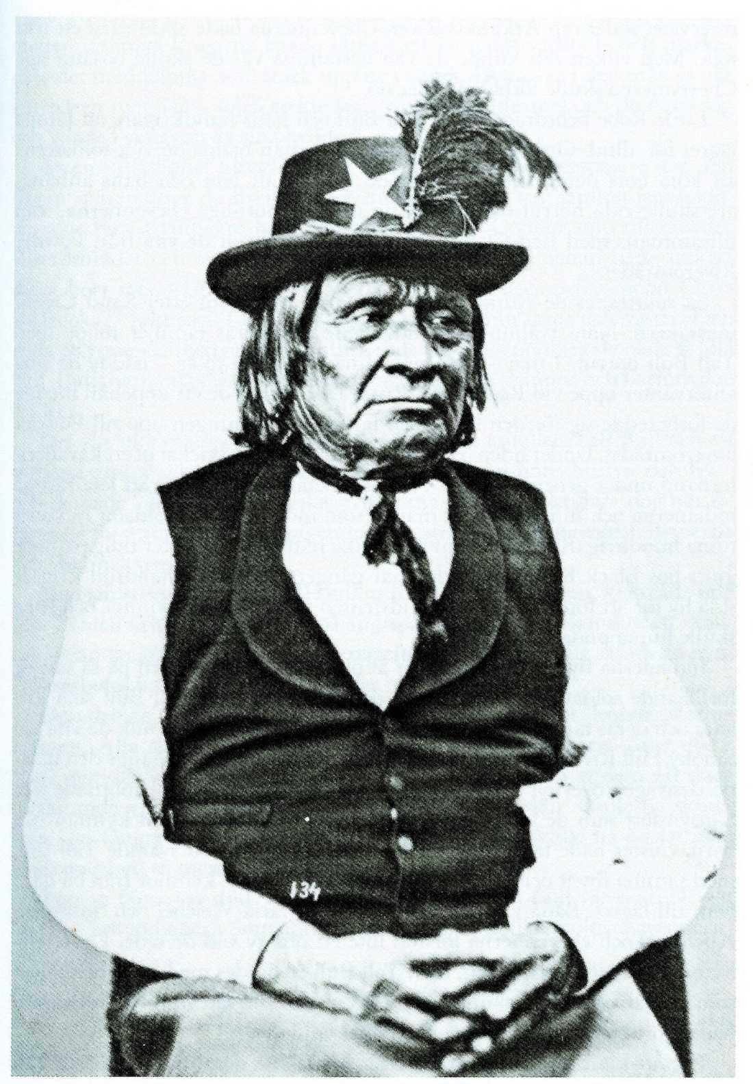 """1872 – Tosawi eller """"Silverkniven"""", hövding över comancherna."""