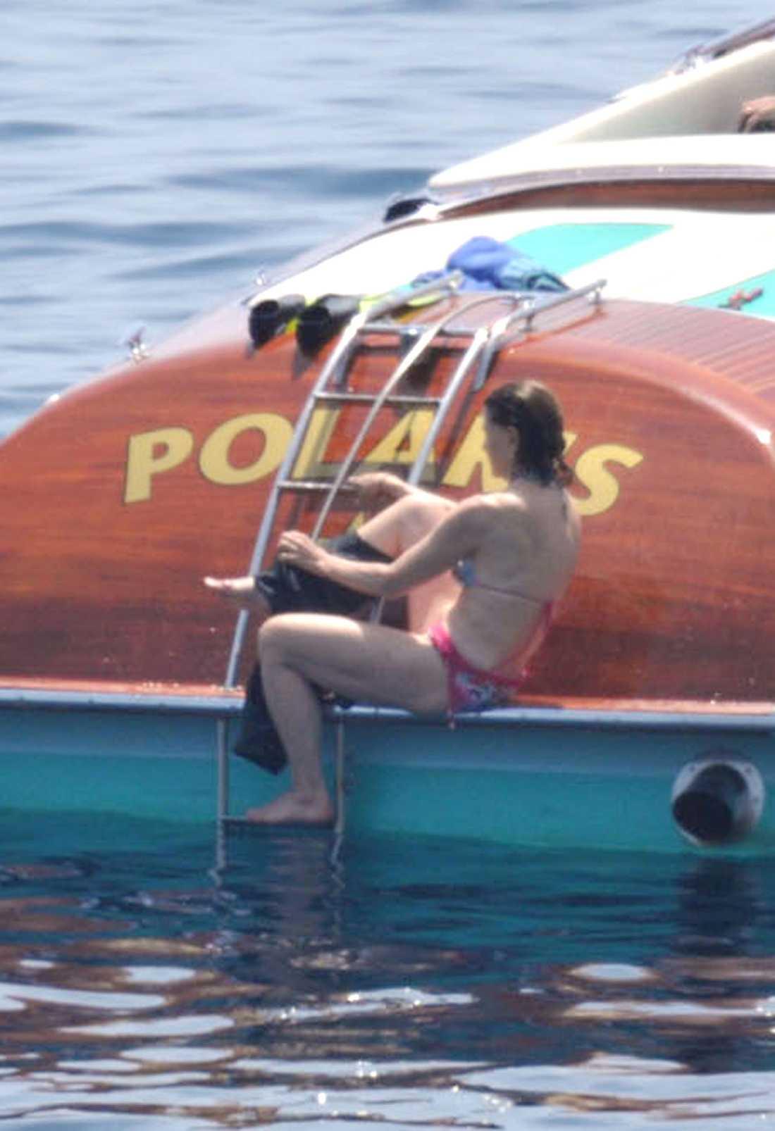 Bilderna från St Tropez visar att mormor Silvia, 68, har en superkropp som tål att visas upp i bikini.