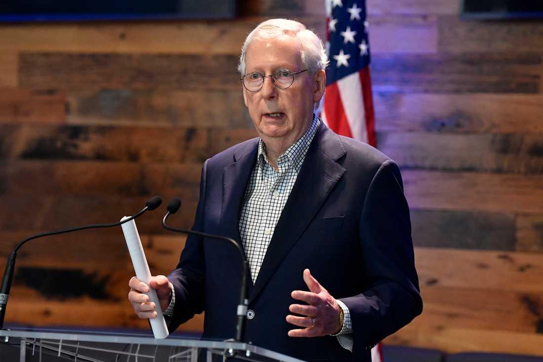 Senatens minoritetsledare, Republikanernas Mitch McConnell ser rött vid tanken på att president Joe Biden vill höja bolagsskatten i USA. Arkivbild.
