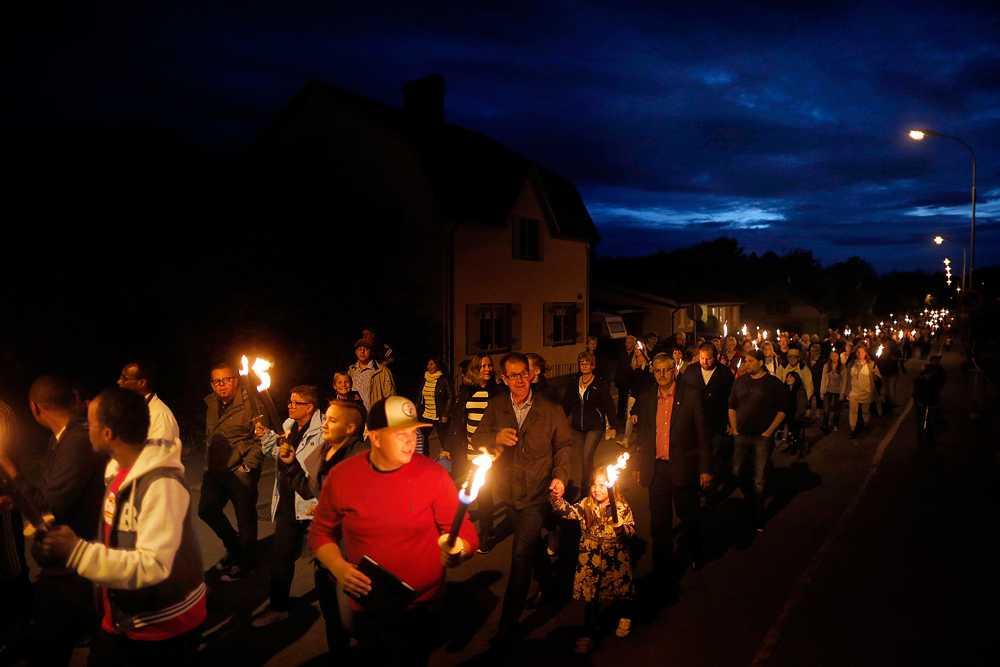 Den 24 augusti samlades 500 människor för att demonstrera mot trakasserierna i Forserum utanför Jönköping.