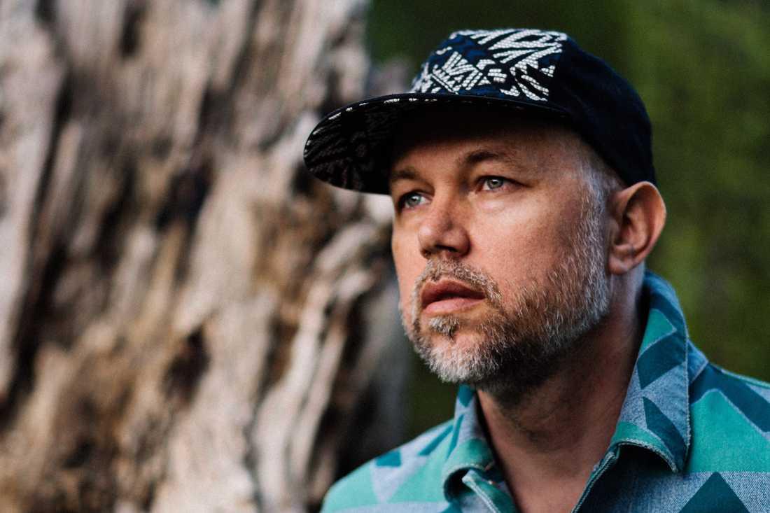 Texterna står i fokus på Tomas Andersson Wij nya album.