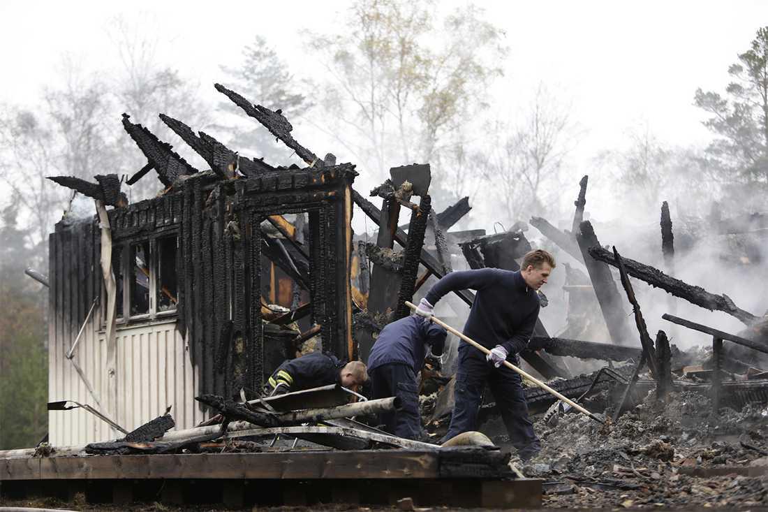 Det var ett annex till asylboendets huvudbyggnad som brann.