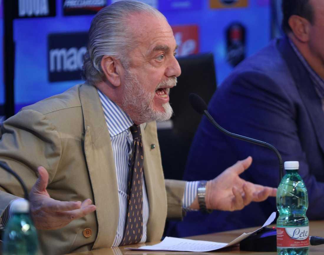 Aurelio De Laurentiis går in i kaosklubben Bari.
