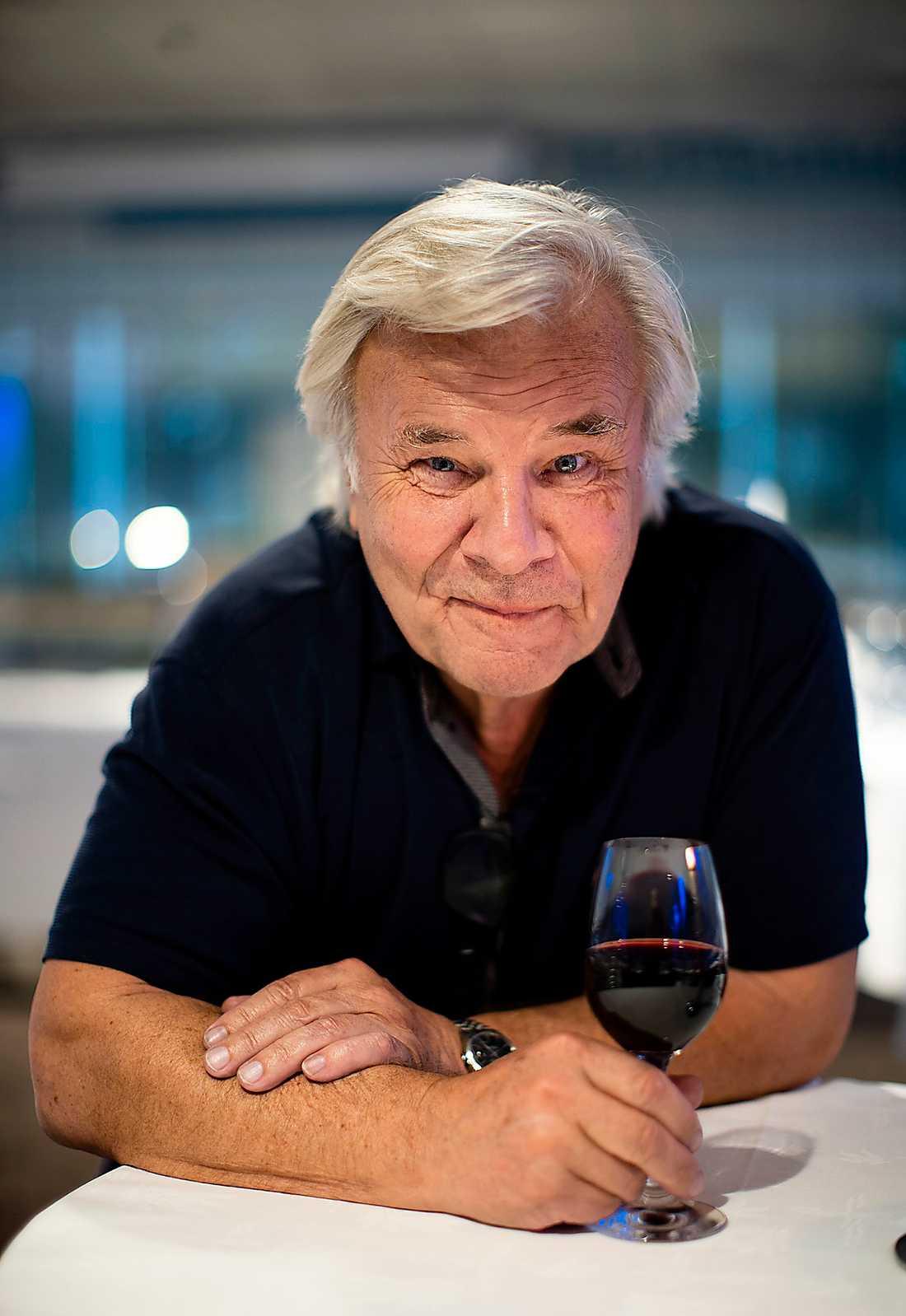 Jan Guillou recenserade kändisviner i Aftonbladet förra söndagen