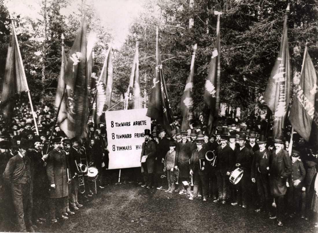 """Den 1 maj 1890 i Sundsvall handlade demonstrationen om åtta timmars arbetsdag. I år är Socialdemokraternas paroll """"välfärden först""""."""