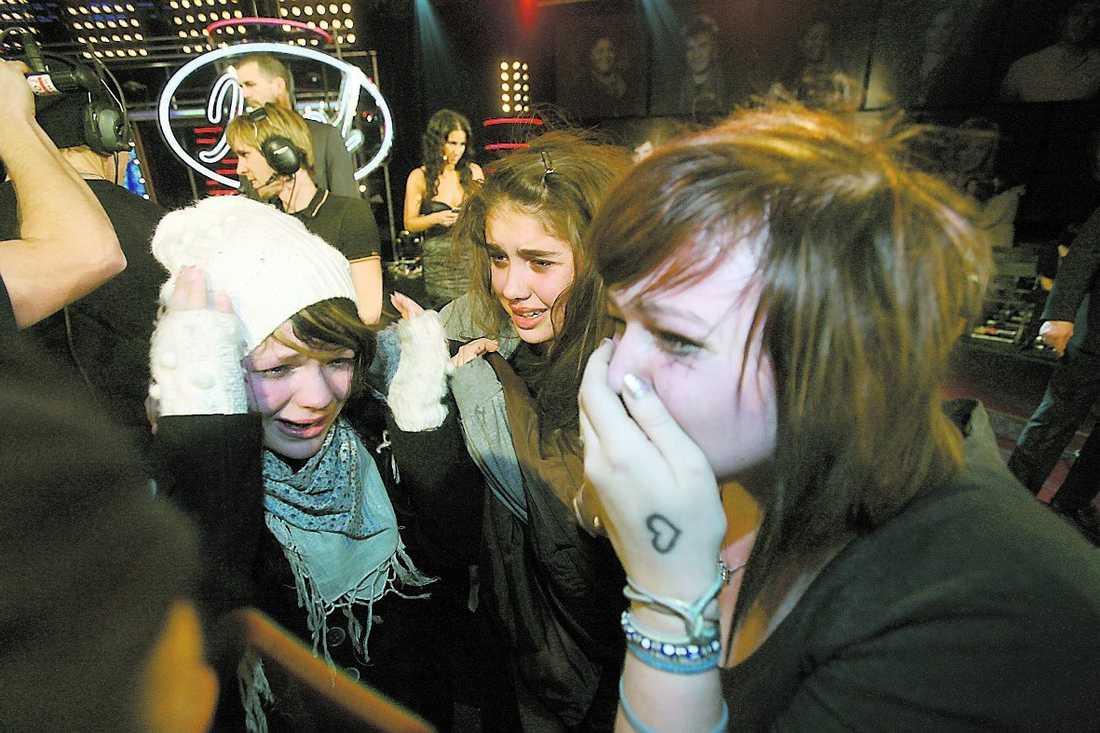 Johan Palms fans grät när deras idol tvingades lämna tävlingen.