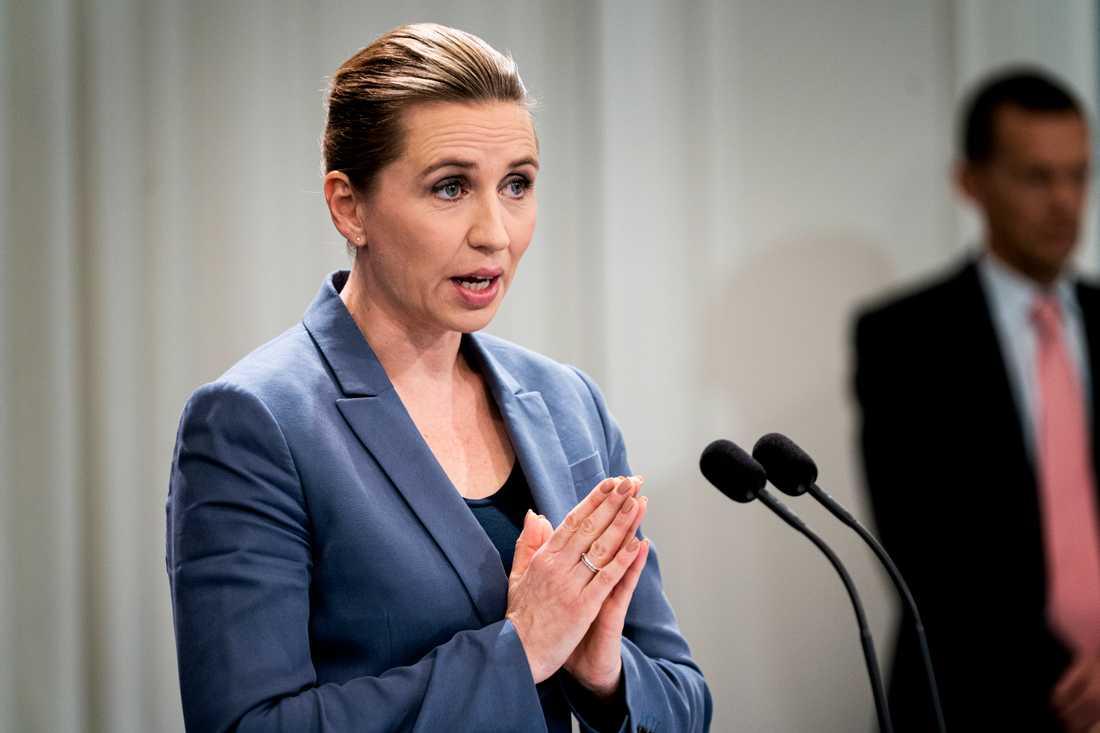 Danmarks statsminister Mette Frederiksen säger i en intervju med dansk tv och nyhetsprogrammet 21 Søndag att hon tror att landet kommer att öppna upp igen långsamt efter påsk.