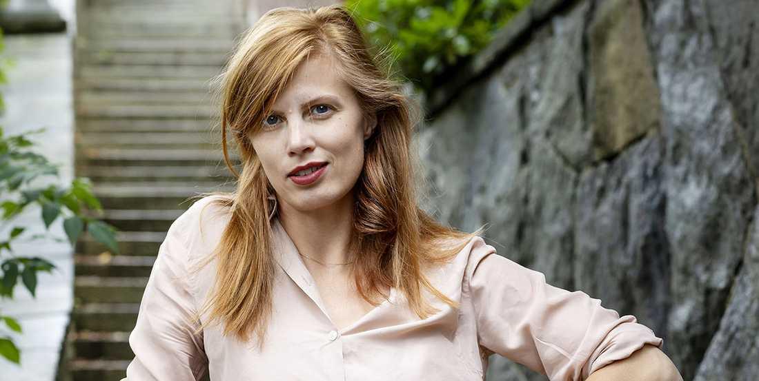"""Lydia Sandgren (f. −87) debuterar med """"Samlade verk"""" som hyllas av Carl-Michael Edenborg."""
