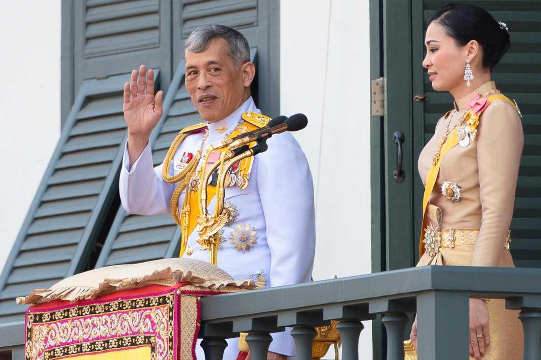 Kung Maha Vajiralongkorn och drottning Suthida tillsammans i Bangkok, Thailand.