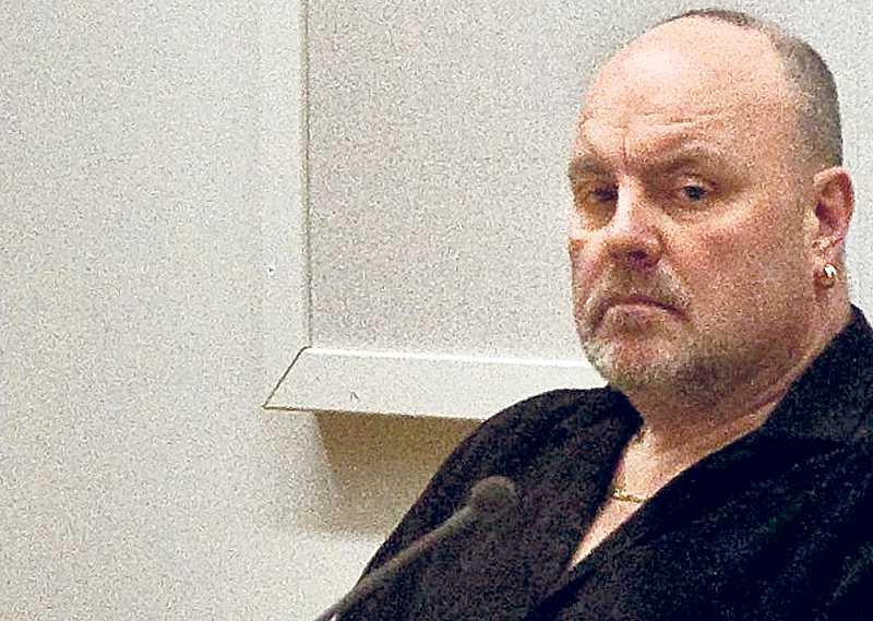 DÖTTRARNA: MAMMA HAR FÅTT UPPRÄTTELSE Kim Hedberg var livrädd för mannen som hon hade haft ett förhållande med i tio år. Men trots att hon gjorde allt rätt och fick ett besöksförbud utfärdat mot honom kunde samhället inte skydda henne. I går dömdes Mats Johansson, 51, för att ha bränt ihjäl sin exfru. Straffet blev 18 års fängelse.
