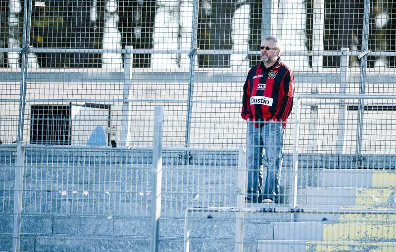 ENSAM ÄR STARK En ensam BP-supporter fanns på plats på Strandvallens bortasektion.