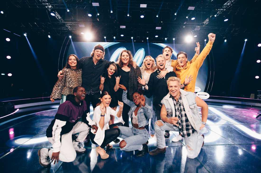 """De tolv deltagarna som är med och tävlar i """"Idol 2019""""."""