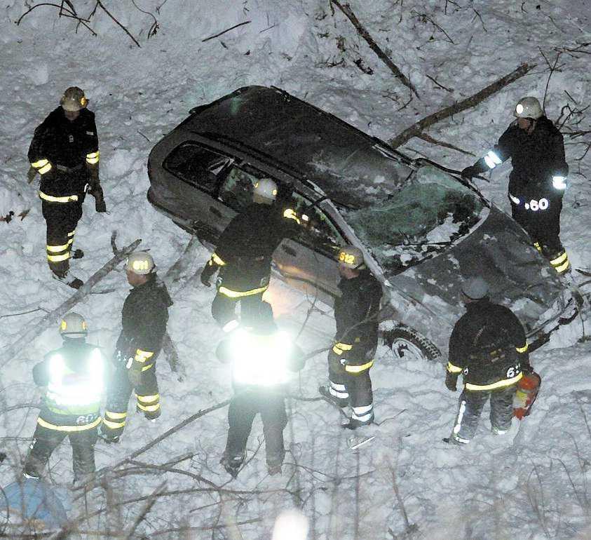 Räddningspersonalen fick skära loss 55-åringen.