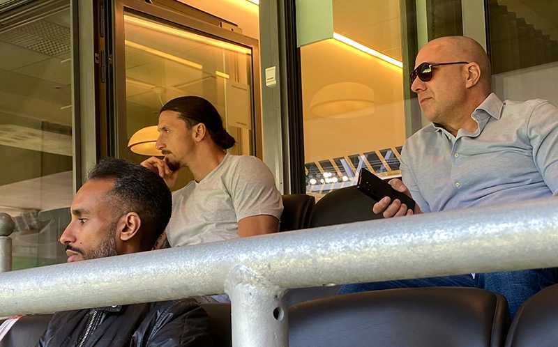 Zlatan på läktaren på Tele2.