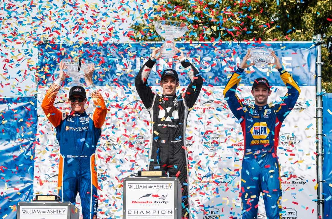 Simon Pagenaud (mitten) firar en IndyCar-seger i kuli 2019.