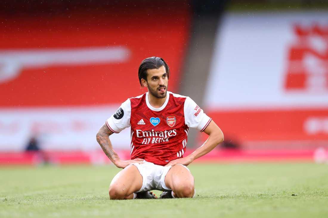 Dani Ceballos slogs ner till marken under en internmatch i Arsenal.