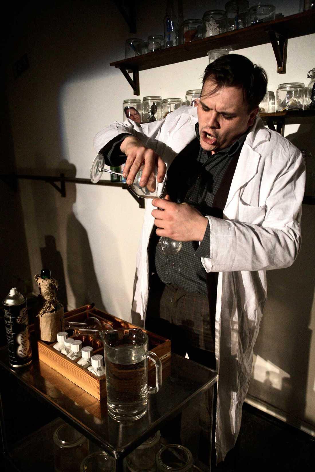 """Mathias Olsson i en uppsättning av """"Dr Jekyll & Mr Hyde""""."""