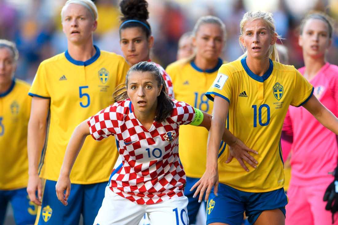 Iva Landeka i en landskamp mot Sverige.
