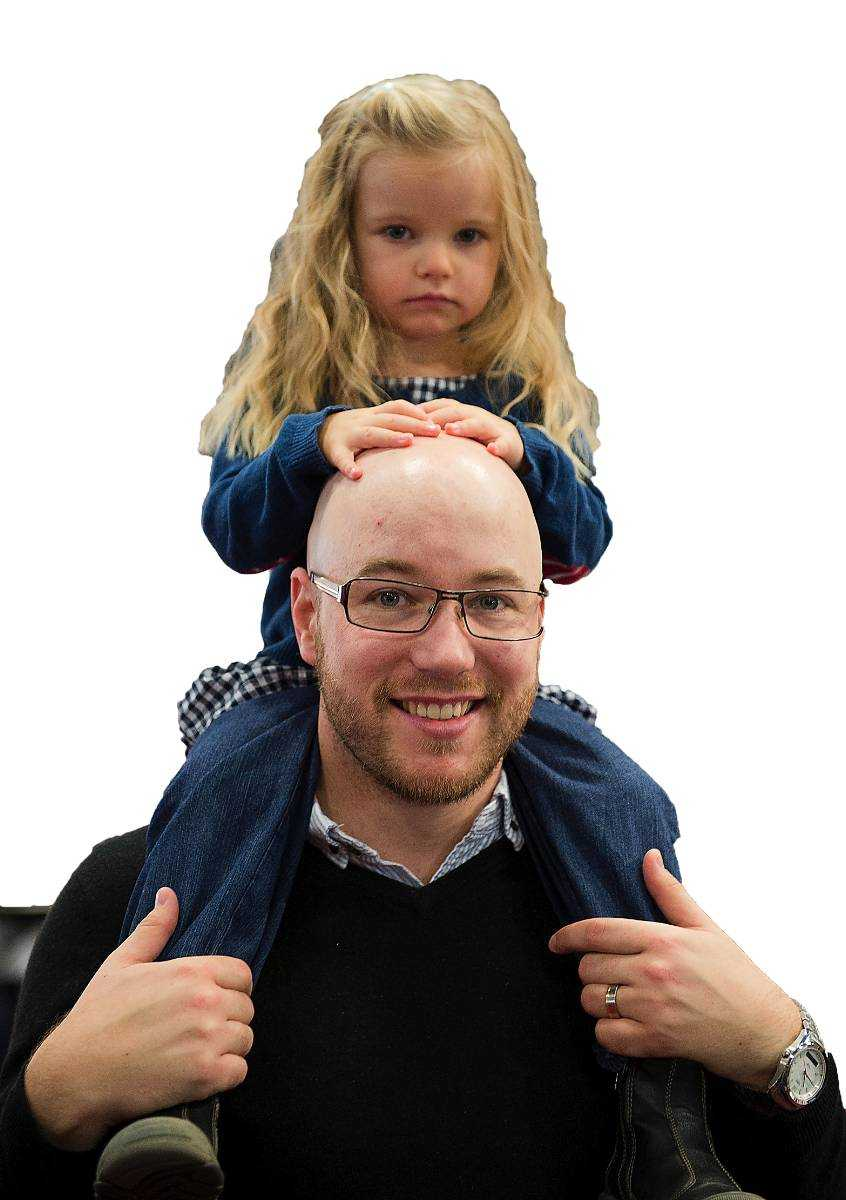 """Tänker du på giftrisken när du handlar till dina barn? Andreas Egenaes, 29, Märsta. Två barn 8 månader och 2,5 år: """"Ja, absolut. Jag försöker i den mån jag kan få bort det som kan vara farligt."""""""