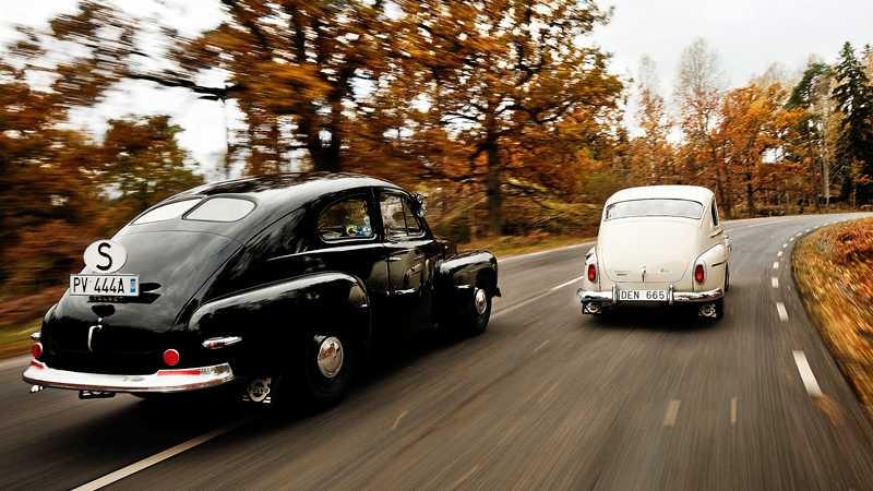 PV444 A från 1947 möter PV544 F av den näst sista årsmodellen 1965. Den allra sista PV:n tillverkades 20 oktober 1965 och blev 1966 års modell.