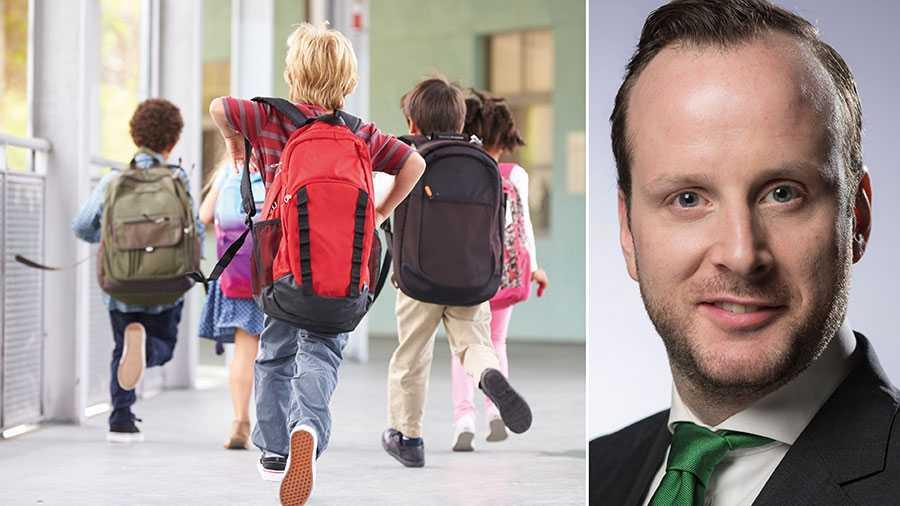 Enligt en färsk opinionsundersökning anser 67 procent av föräldrarna till elever i kommunala skolor att det är ett dåligt förslag att elever ska bussas till olika skolor för att utjämna skillnader i grundskolan. Kvotering av vissa innebär nämligen diskriminering av andra, skriver Christian Carlsson.