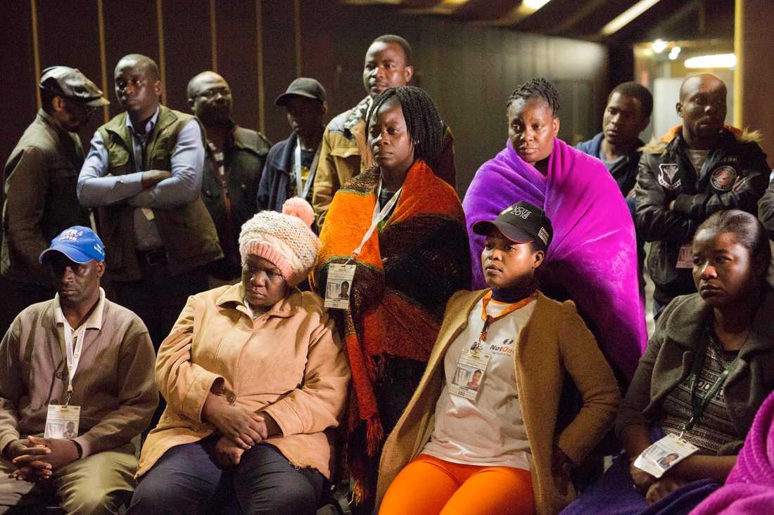 Reaktioner bland valarbetare efter resultatet blev tillkännagivet.