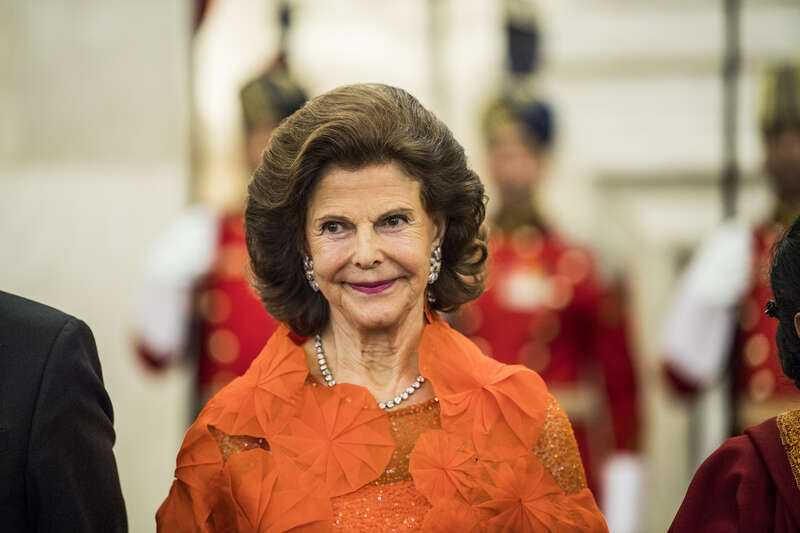 Drottning Silvia har gjort den svenska monarkin mer modern, menar författaren.