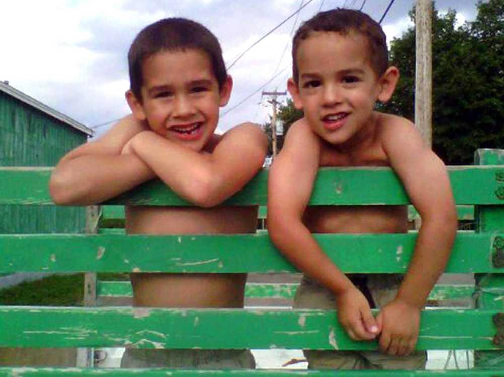 Bröderna Connor och Noah Barth låg och sov när pytonormen gick till attack.