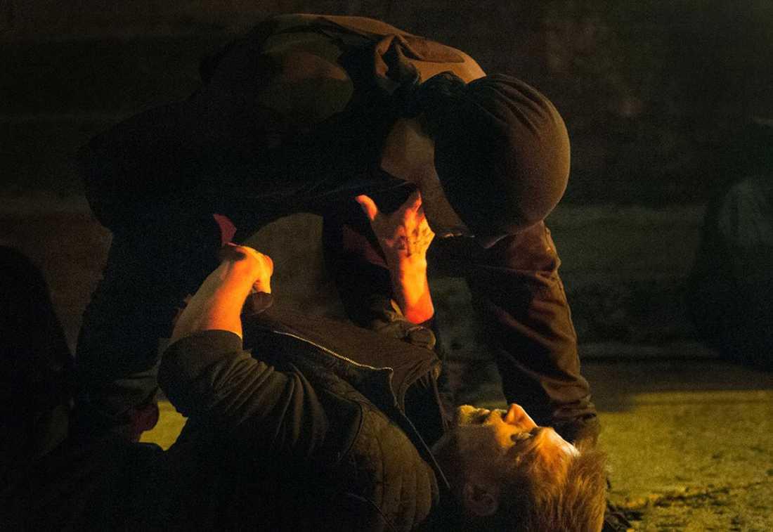 """superkass hjälte  Daredevil gillar att puckla på skurkarna. Annars har han inte mycket till superkrafter mer än att han hör bra. """"Han har superhörsel! Det är hans superkraft. Alla hör hur mesigt det är"""", skriver Fredrik Virtanen."""
