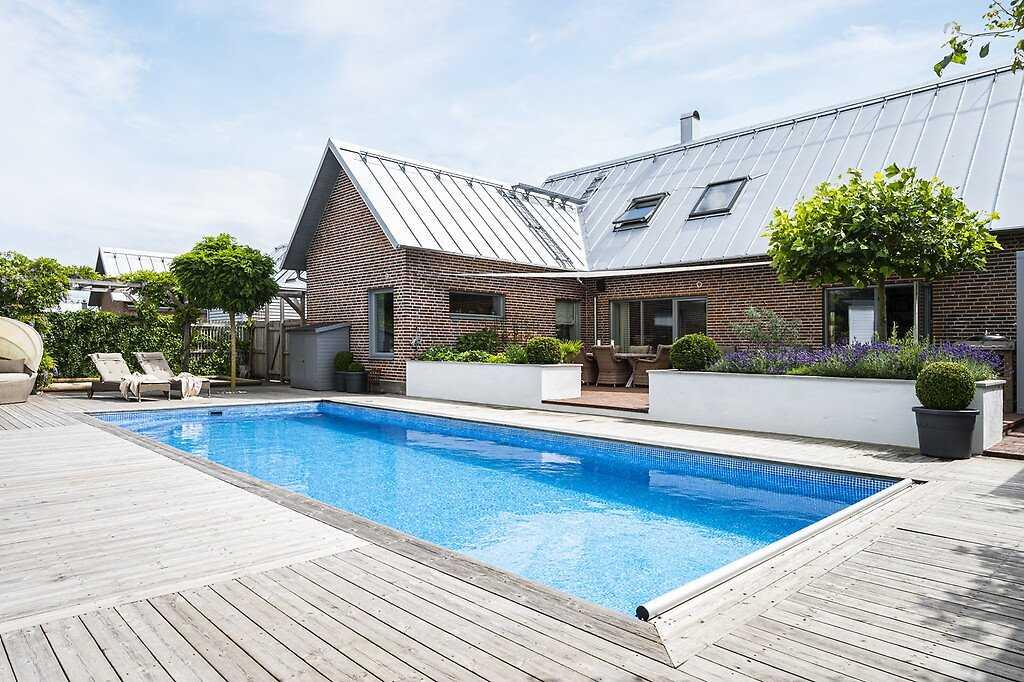 Villan på Parkmätaregatan har enligt mäklaren en fantastisk utemiljö.