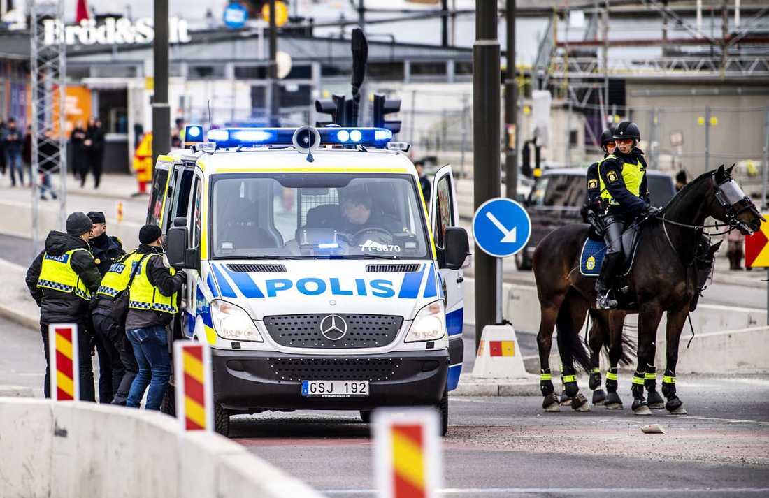 Sex poliser skadades i samband med demonstrationen.