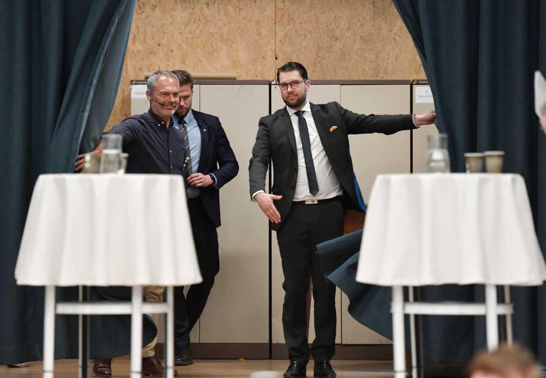 Jimmie Åkesson (SD) och Jan Björklund (L) debatterade i Alviks kulturhus under onsdagseftermiddagen.