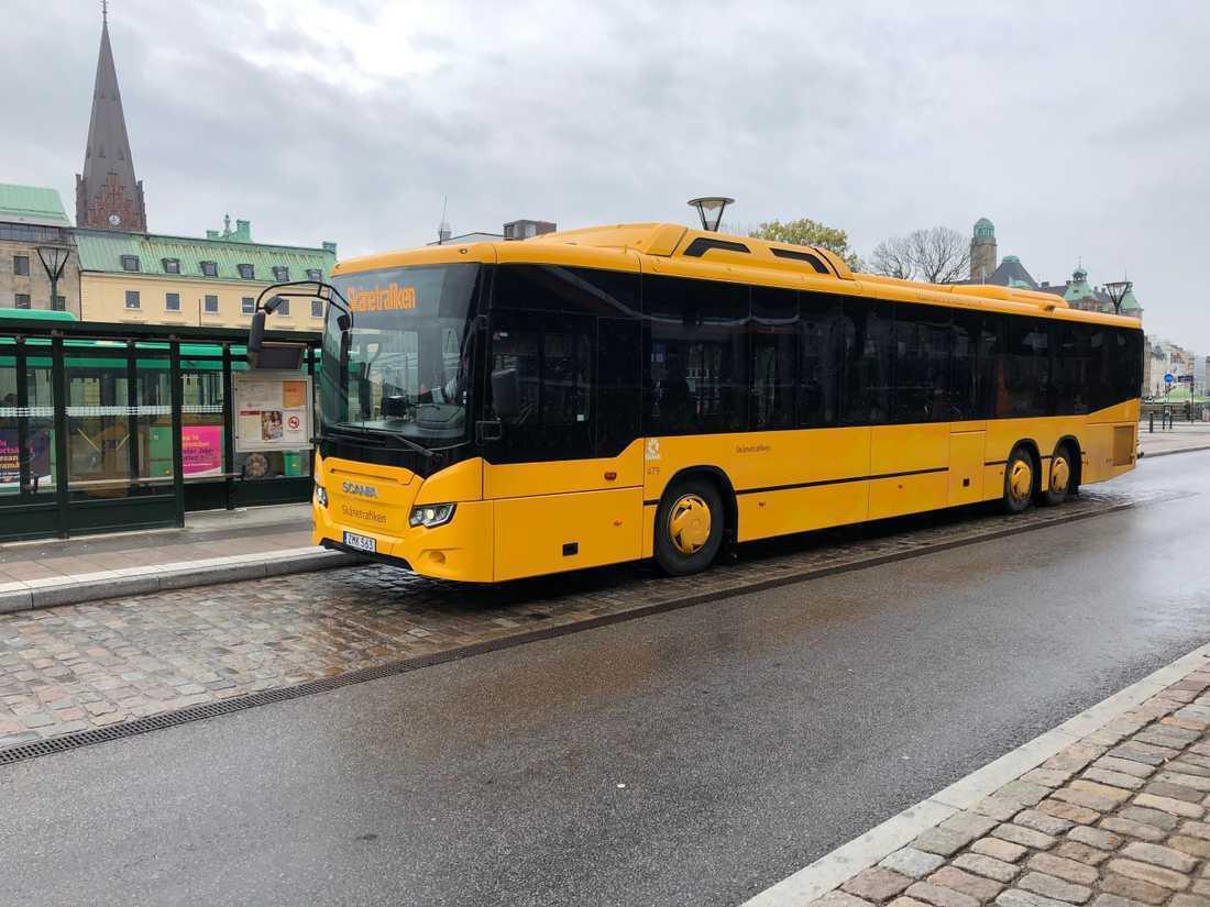 En busschaufför i Malmö blev attackerad av bilisten.