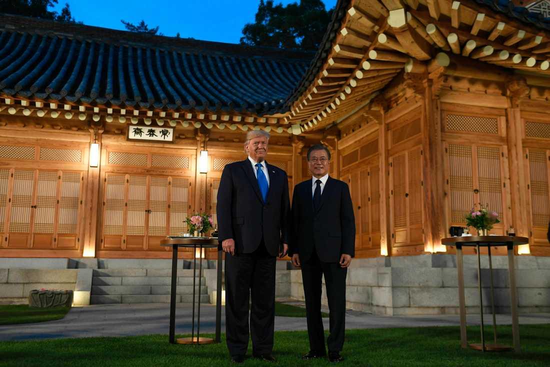 Donald Trump och Moon Jae-In vid Blå huset, Sydkoreas presidentpalats, under lördagen.