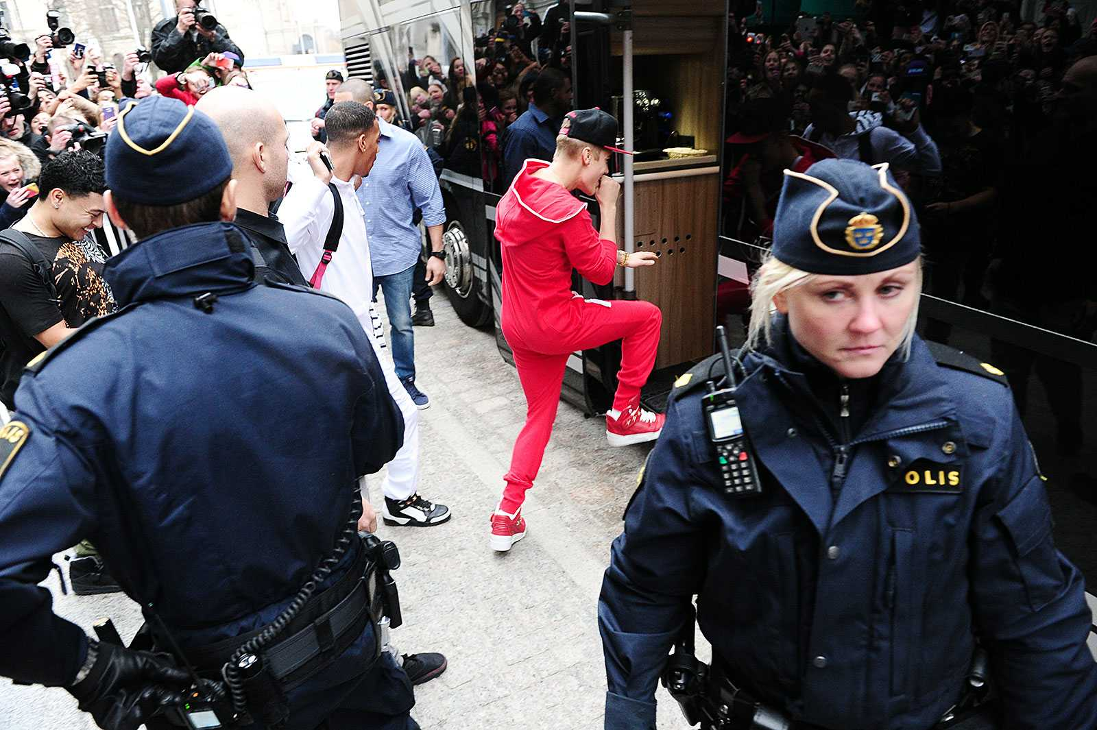 Swedish police found drugs in Justin Bieber s tour bus  acbb655db5b41