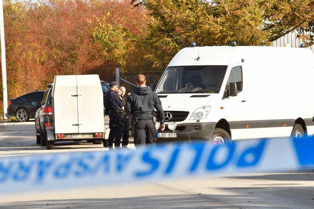 Flera polispatruller har skickats till platsen.