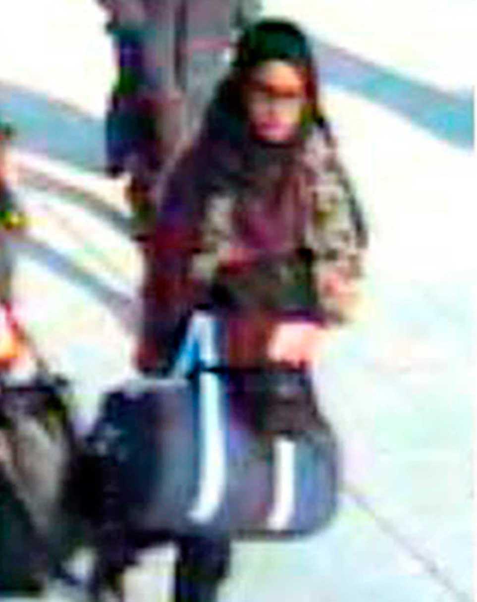 Shamima Begum fångades på övervakningsfilm på flygplatsen Gatwick airport, i London, när hon lämnade Storbritannien.