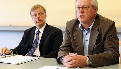Utredaren Lars Åke Svensson, stadsjurist, och chefen för individ- och familjeomsorgen.