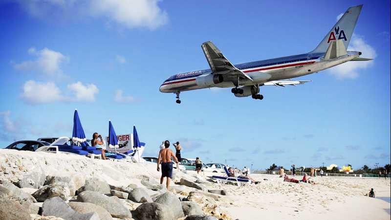 Inflygningen till Princess Juliana Airport på ön Saint Martin i Karibien är spektakulär.
