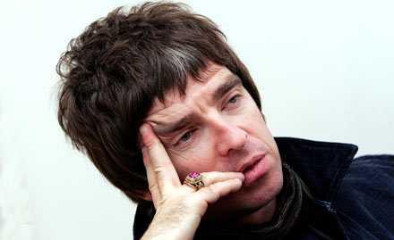 """""""Jävla amerikaner"""" Oasis Noel Gallagher är inte nöjd med Bond-teamets val av artist till titelspåret."""