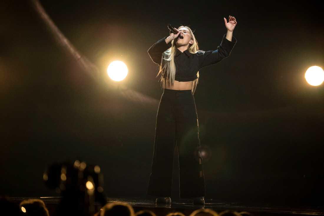 Även Lisa Ajax går till Andra chansen i Melodifestivalen, spår spelbolagen.