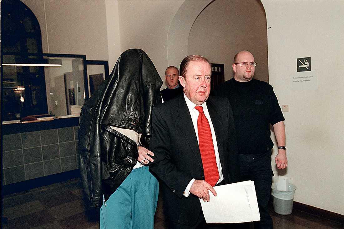 Två nazister dömdes för mordet på Björn Söderberg som sköts i huvudet utanför sitt hem i Sätra 1999.
