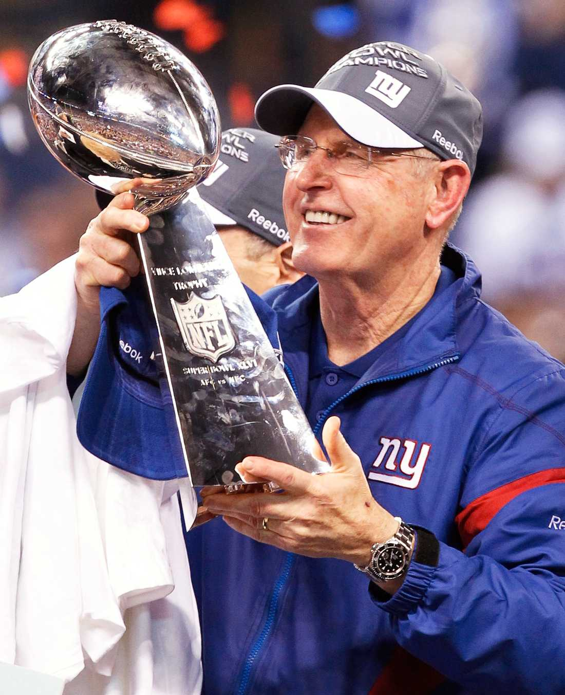 Giants coach Tom Coughlin med Vince Lombardi Trophy.