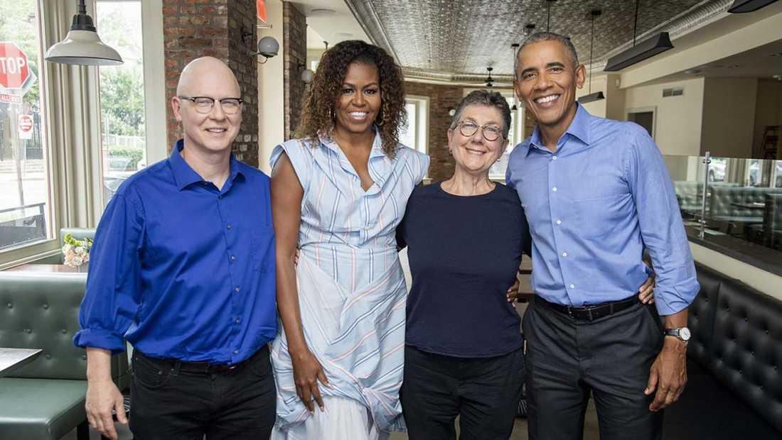 Barack och Michelle Obama tillsammans med filmens regissörer.
