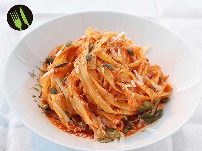 Fettuccine med tomatsås