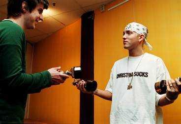HAR REDAN TRE Aftonbladets reporter Tobias Lindner lämnade över tre Rockbjörnar till Eminem för två år sedan. Nu har han fått två till, för bästa utländska artist och bästa utländska skiva.